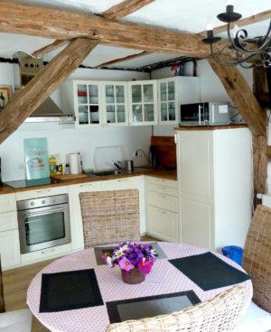 Wohnzimmer mit Küche im Gästehaus